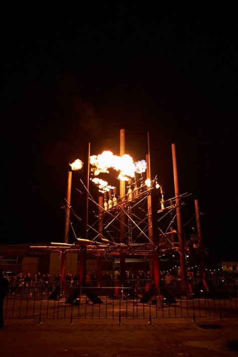 Fire Organ.  Gouts of flame break off and briery float away before disintegrating.  You can see one to the left of it here.